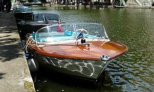 bateau a moteur venise