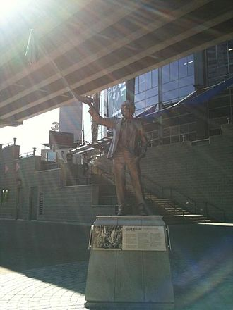 Roger Neilson - Statue of Roger Neilson holding up a towel outside of Rogers Arena