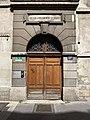 Rue Chaponnay (Lyon) - porte école Mazenod (2).jpg