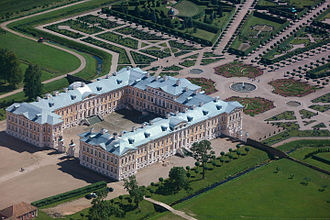 Rundāle Palace - Aerial view of the palace and the gardens