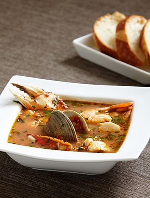 Cioppino - Cioppino with bread