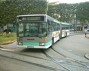 Société de Transports de l'Agglomération Stéphanoise - An articulated bus at the semi-terminus at La Terrasse.