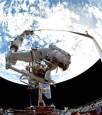 Jeffrey A. Hoffman - Hoffman repairing the Hubble during STS-61