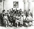 Saliha au sein de la troupe de la Rachidia. Au centre, Khemaïes Tarnane.jpg