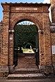 San quirico d'orcia, horti leonini, ingresso e mura 04.jpg