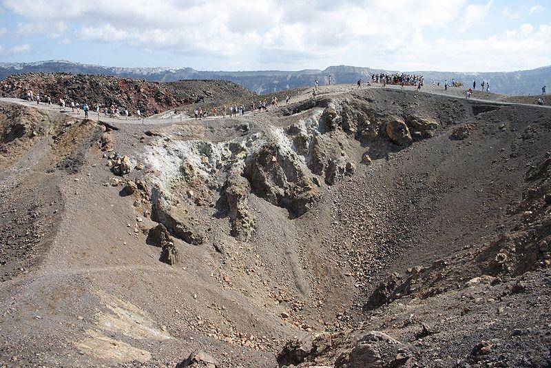 Le volcan Santorin ou Théra 800px-Santorini_Nea_Kameni_2