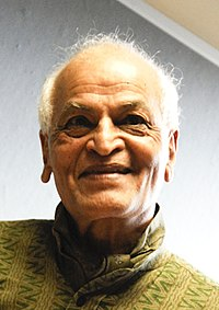 Satish Kumar, 2009 (cropped).jpg