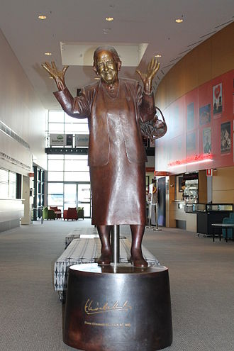Elisabeth Murdoch (philanthropist) - Dame Elisabeth Murdoch sculpture