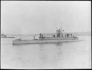 Seal (SS19 1-2), renamed G1. Port bow, crew on deck, 1912 - NARA - 513028.tif