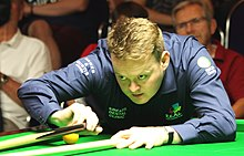 Shaun Murphy playing a shot with the rest