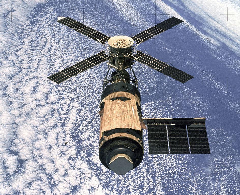 [Photos du mois] les photos gagnantes 944px-Skylab_%28SL-4%29