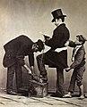 Sommer, Giorgio (1834-1914) - n. 6128 - cireur de bottes et voleur à la tire (épreuve à l'albumine).jpg