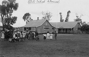 Clermont, Queensland - Image: State Lib Qld 2 51740 Students at the Clermont State School, Queensland, ca. 1905