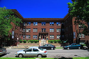 Stevens Square, Minneapolis - Stevens Court, the oldest contributing building in the Stevens Square Historic District, built in 1913.