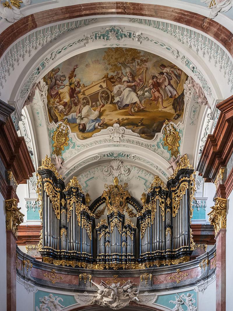 L'orgue de l'abbaye d'Altenburg, surmonté d'une fresque de Paul Troger intitulée Le transfert de l'Arche d'alliance par le Roi David.  (définition réelle 3000×4000)