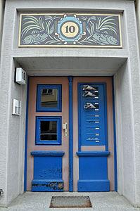 Stralsund, Fährstraße 10, Tür (2012-03-11), by Klugschnacker in Wikipedia.jpg
