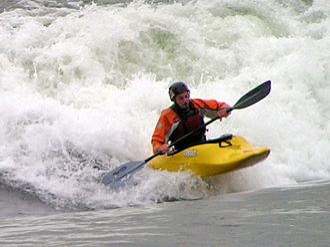 Habitat 67 (standing wave) - Playboater surfing Habitat 67