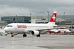 Swiss International Airlines A320 HB-IJP at LSZH (25952367504).jpg