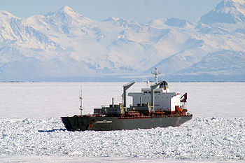 De Lawrence N. Gianella in de Winters Quarters Bay bij McMurdo Station, Antarctica.
