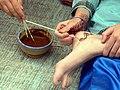 Tell Arab - Frauen beim Hennabemalen 2 Fuß.jpg