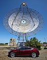 Tesla Model S & Stanford radio telescope.jpg