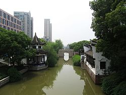 The First Bridge of Danghu Residential District 05 2014-06.jpg
