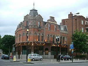 Immagine The Princess Victoria, Uxbridge Road, W12 - geograph.org.uk - 850354.jpg.