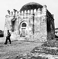 The tomb of Alauddin Hasan Bahman Shah.jpg