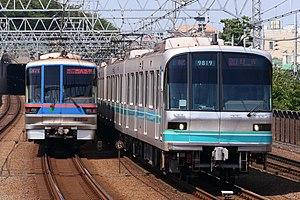 Tokyo-Metro-9000 Toei-6300.jpg