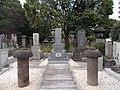 Tomb of Yozo Torii in Kichijoji.jpg