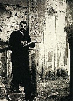 Toros Toramanyan in 1907.jpg