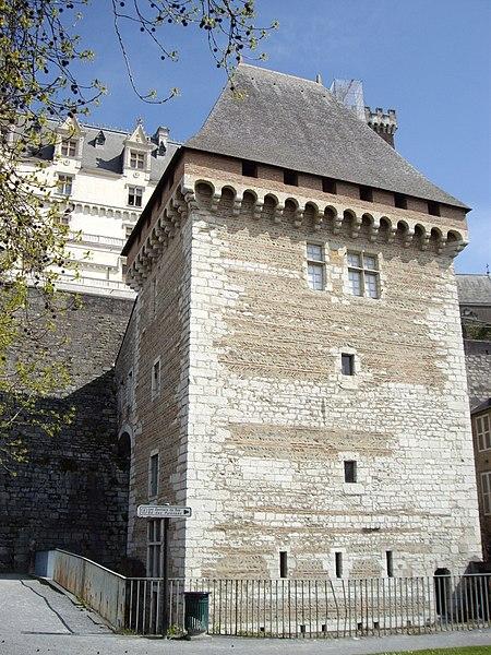Fichier:Tour de la Monnaie (Pau).JPG