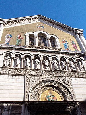 Emilio Bisi - Statues by Emilio Bisi at St Spyridon in Trieste