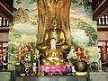 Trong Chính điện chùa Phật Lớn.jpg
