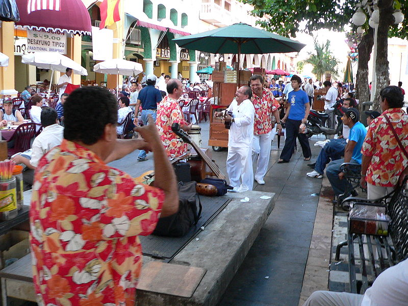File:Typische Straßenszene in Veracruz Mexiko fcm.JPG