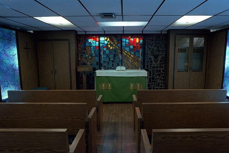 Ficheiro:USS Enterprise (CVN-65), chapel.jpg