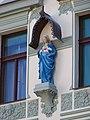 U Nikolajky 31, socha.jpg