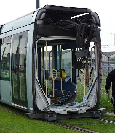 Valenciennes & Anzin - Déraillement de la rame de tramway n° 17 à la sortie du dépôt de Saint-Waast le 11 avril 2014 (100).JPG