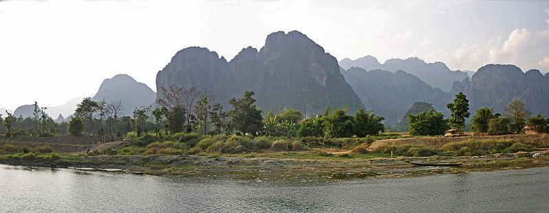 File:Vang Vieng-Panorama-04-gje.jpg