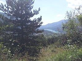 Veduta del Lago di Barrea da sopra l' abitato di Villetta Barrea.