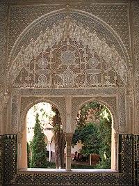 Motif arabesque di bangunan Alhamra