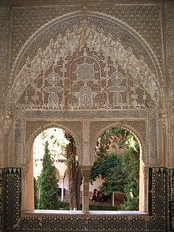 http://upload.wikimedia.org/wikipedia/commons/thumb/0/07/Ventanas_con_arabescos_en_la_Alhambra.JPG/250px-Ventanas_con_arabescos_en_la_Alhambra.JPG