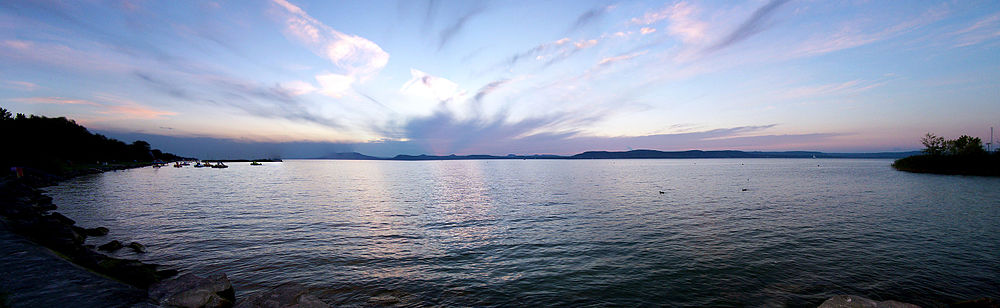 View of Lake Balaton from Siófok 2010.jpg