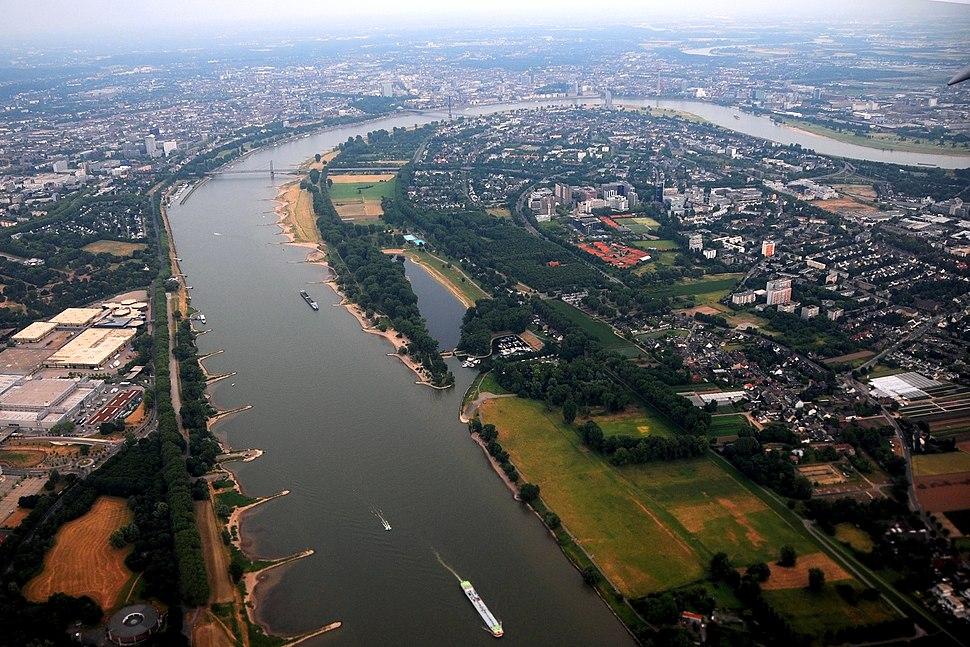 Vue aérienne du Rhin à Dusseldorf