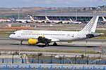 Vueling, Airbus A320-214, EC-HQJ - MAD (17642263494).jpg