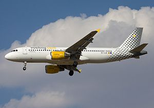 Vueling Airbus A320-214.jpg