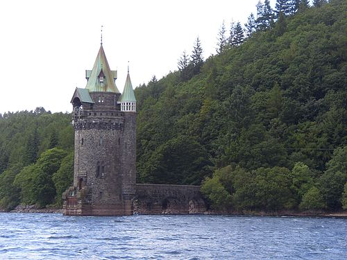 The Gothic revival straining tower Vyrnwy tower.JPG