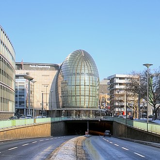 Weltstadthaus (Cologne) - The Weltstadthaus sits atop the Nord-Süd-Fahrt