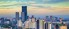 Fotografia que mostra o grande número de edifícios altos no oeste de Hanói