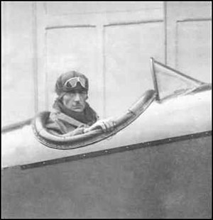 Knox Martin - Image: William Knox Martin aviator 1891 1927